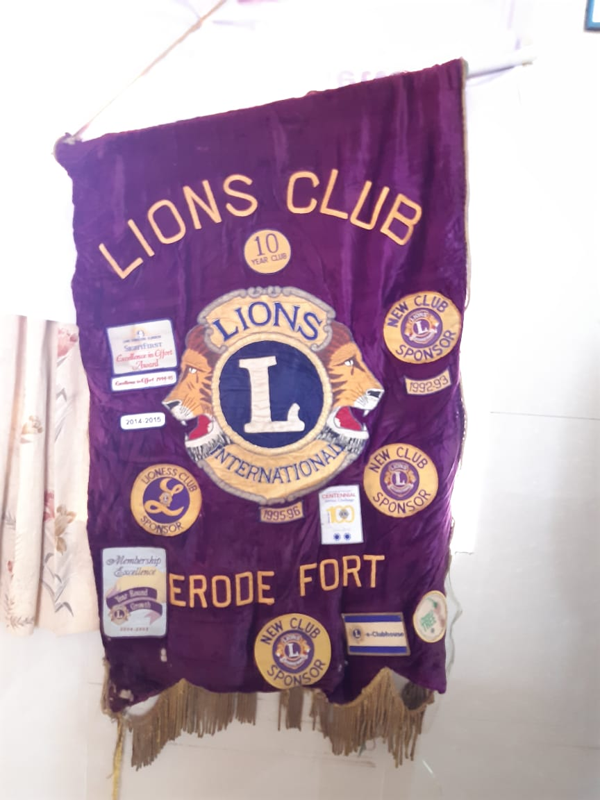 Dr.K.Velavan with Lions club reaching out to poor patients . (1)