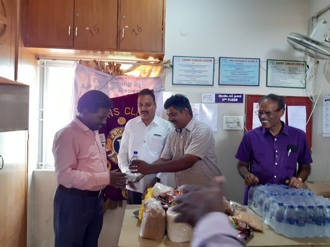 Dr.K.Velavan with Lions club reaching out to poor patients . (10)