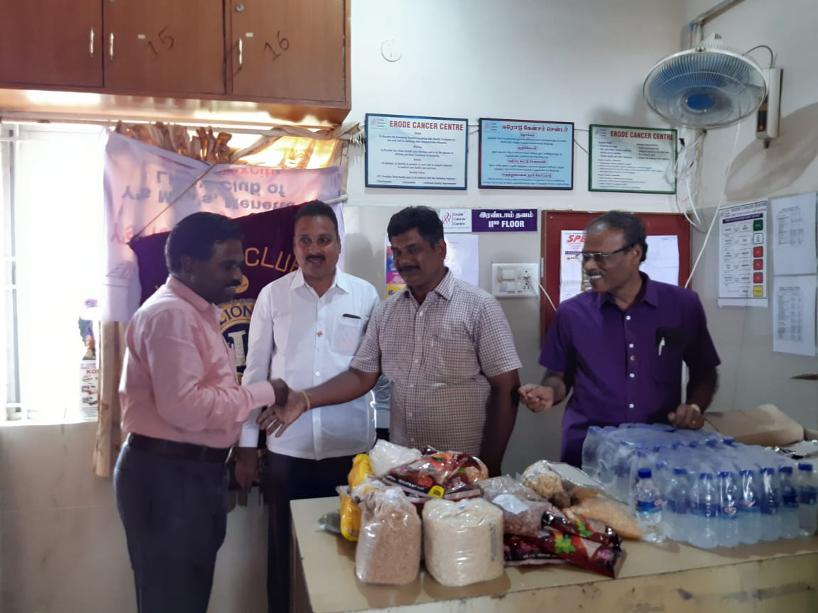 Dr.K.Velavan with Lions club reaching out to poor patients . (12)