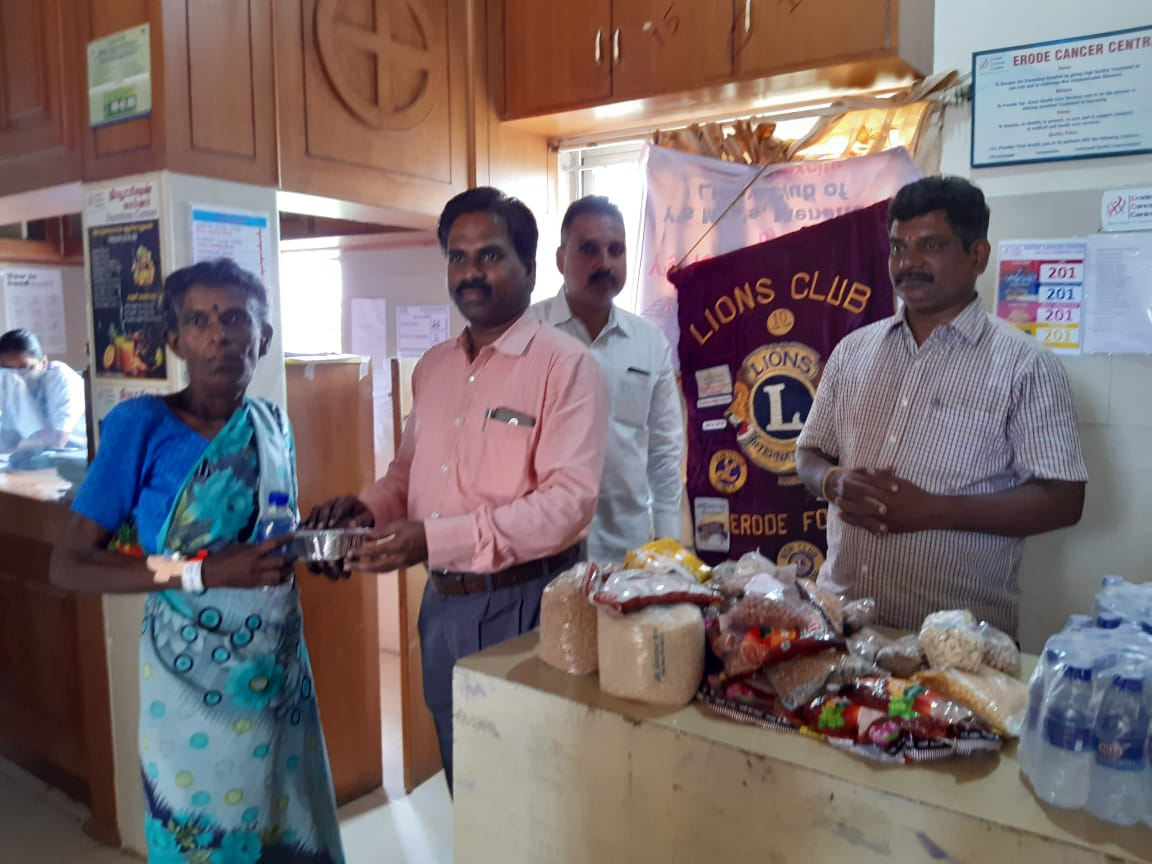 Dr.K.Velavan with Lions club reaching out to poor patients . (13)