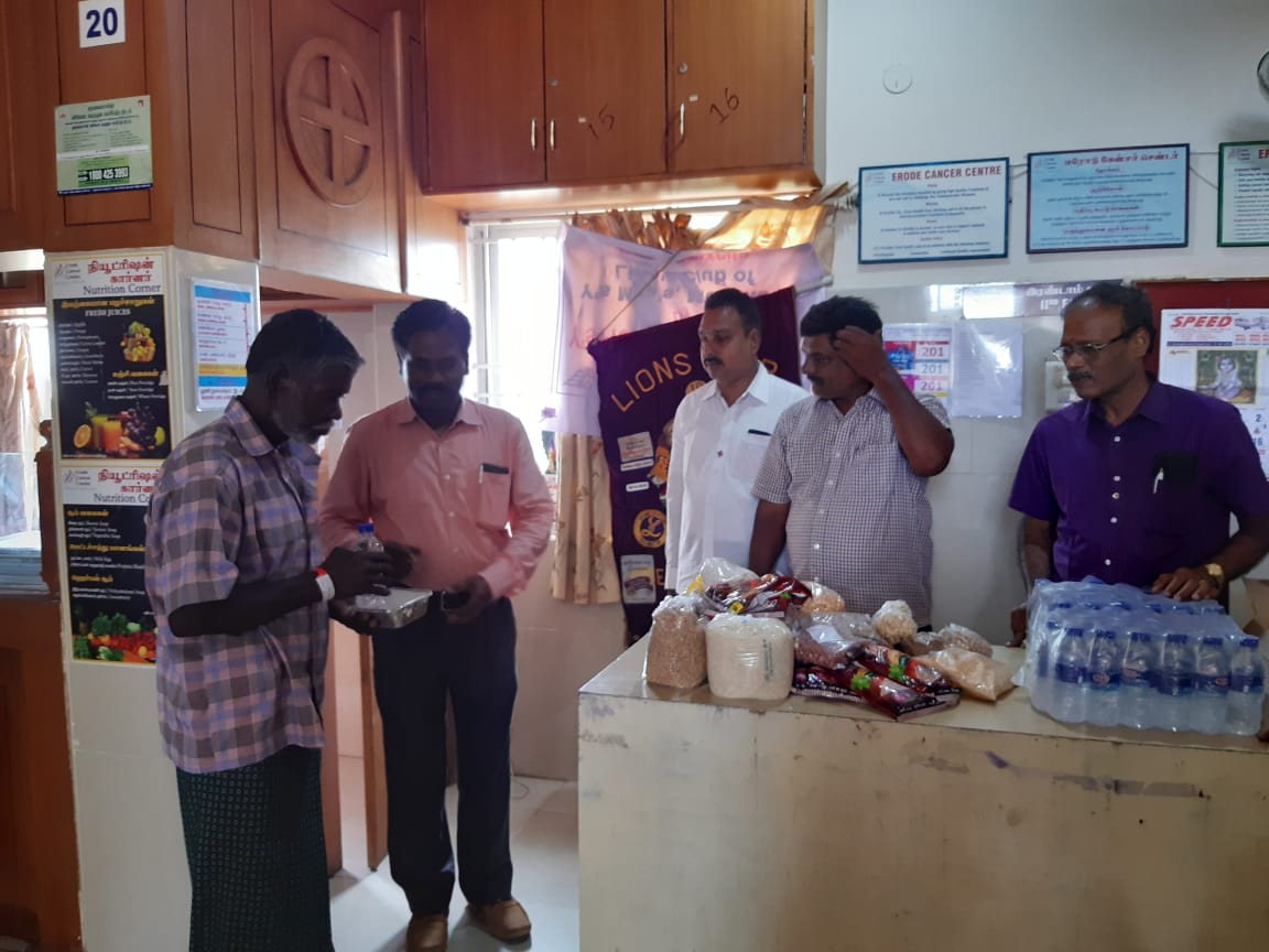 Dr.K.Velavan with Lions club reaching out to poor patients . (8)