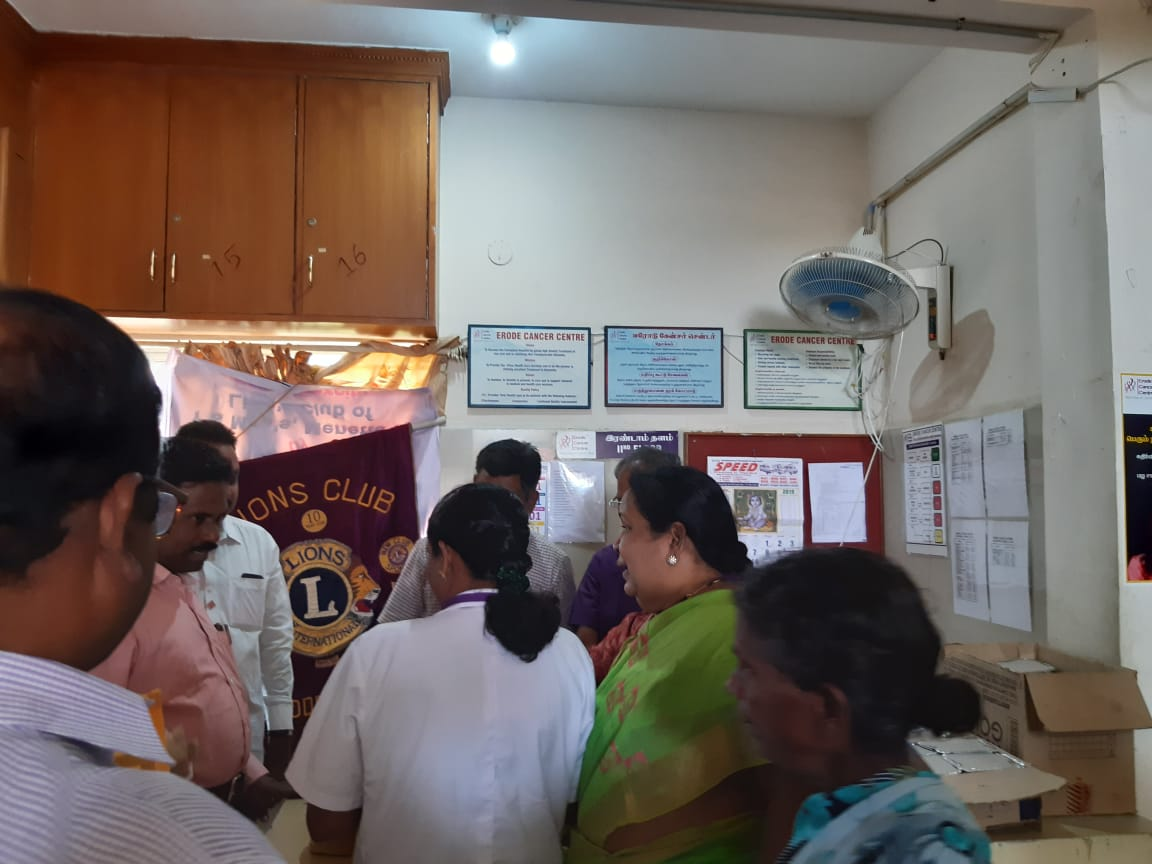 Dr.K.Velavan with Lions club reaching out to poor patients . (9)