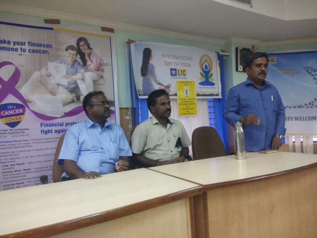 Dr. K. Velavan participated in a meeting of the LIC agents to address the cancer awareness. (1)