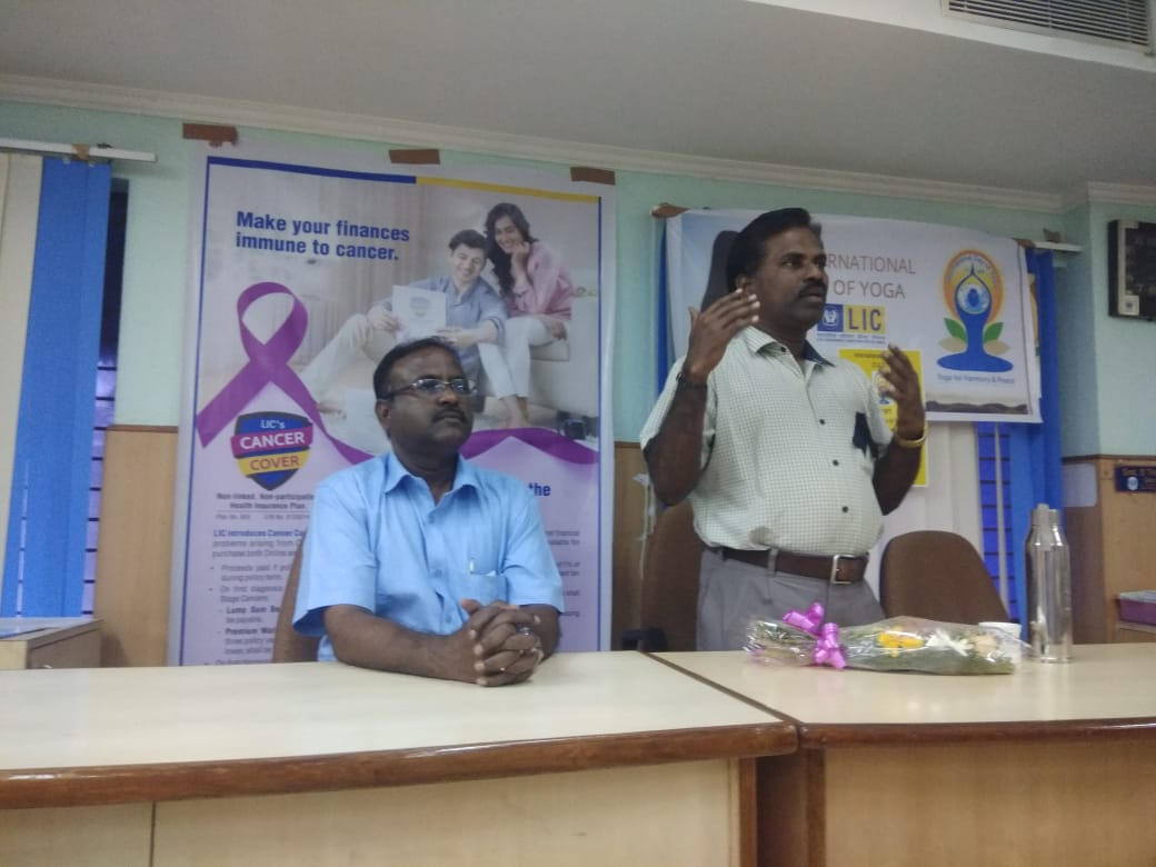Dr. K. Velavan participated in a meeting of the LIC agents to address the cancer awareness. (12)