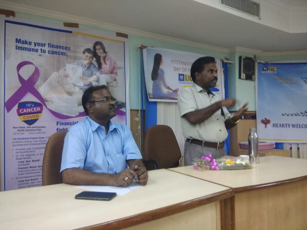 Dr. K. Velavan participated in a meeting of the LIC agents to address the cancer awareness. (14)