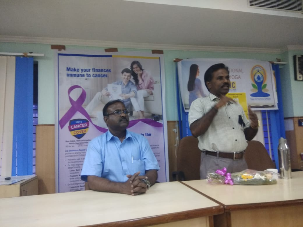 Dr. K. Velavan participated in a meeting of the LIC agents to address the cancer awareness. (15)