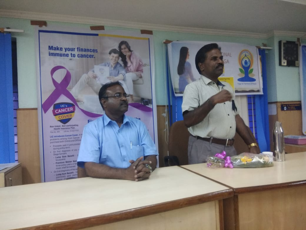 Dr. K. Velavan participated in a meeting of the LIC agents to address the cancer awareness. (16)
