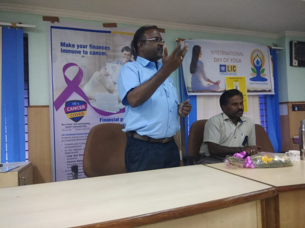 Dr. K. Velavan participated in a meeting of the LIC agents to address the cancer awareness. (18)