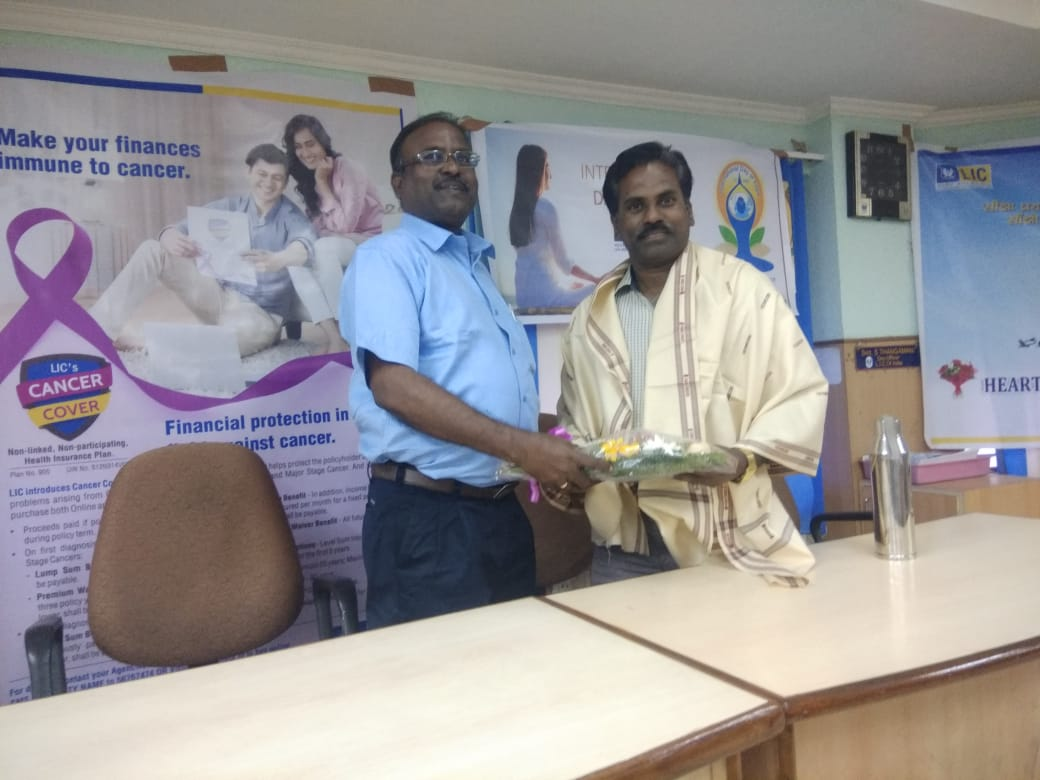 Dr. K. Velavan participated in a meeting of the LIC agents to address the cancer awareness. (22)