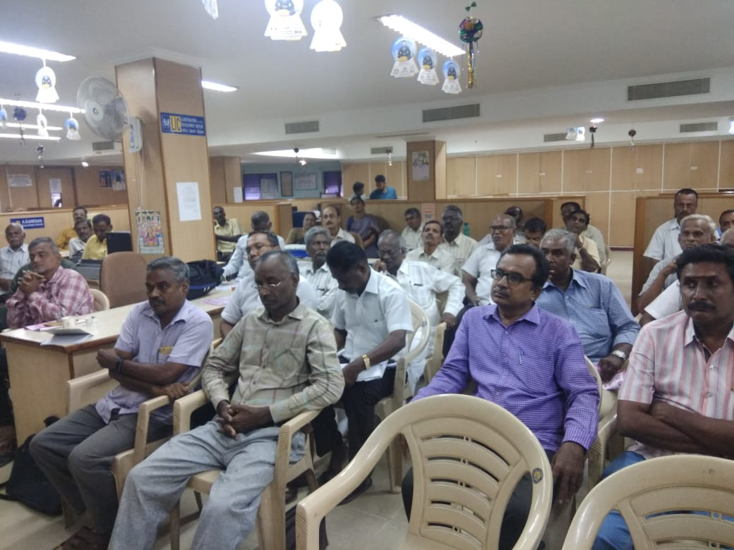 Dr. K. Velavan participated in a meeting of the LIC agents to address the cancer awareness. (6)