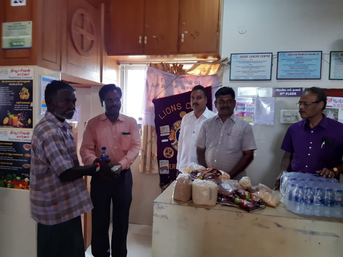 Dr.K.Velavan with Lions club reaching out to poor patients . (11)