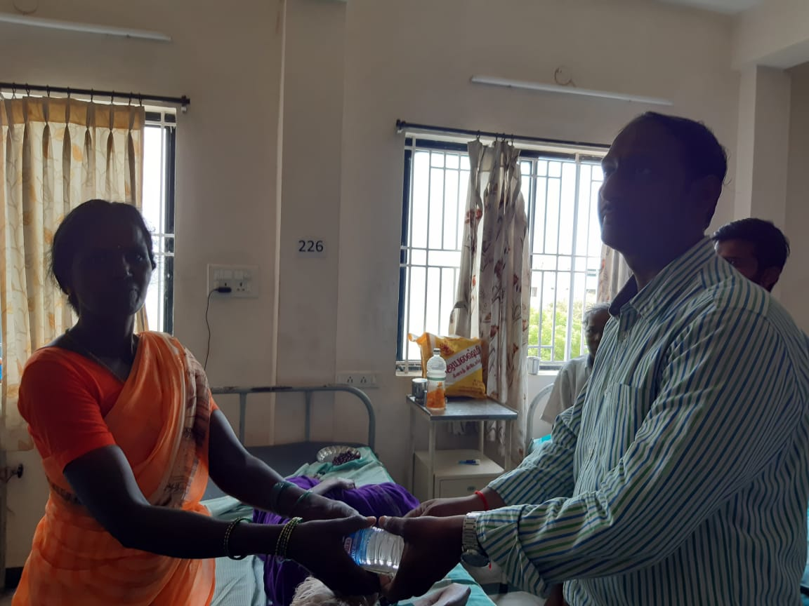 Dr.K.Velavan with Lions club reaching out to poor patients . (2)