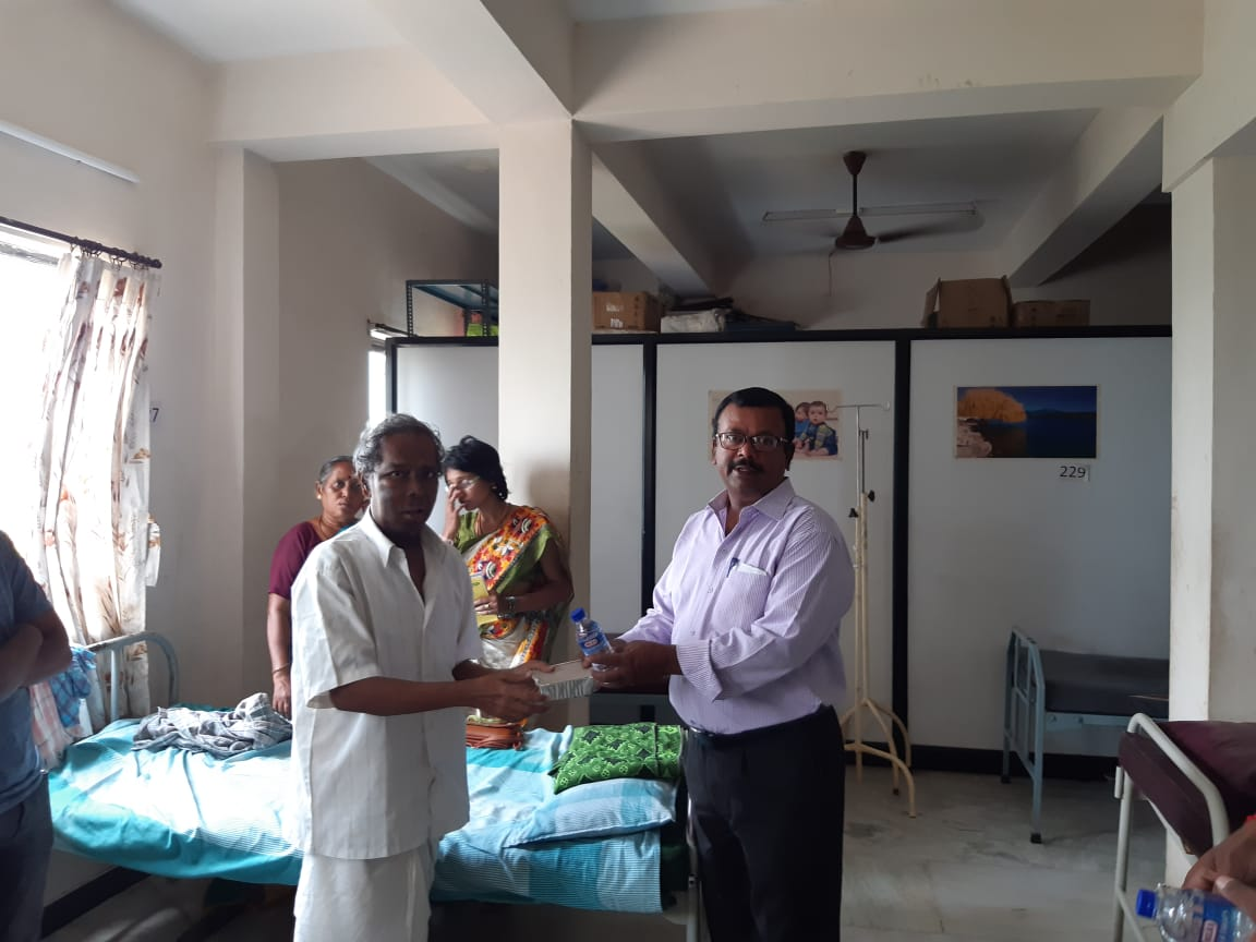 Dr.K.Velavan with Lions club reaching out to poor patients . (3)