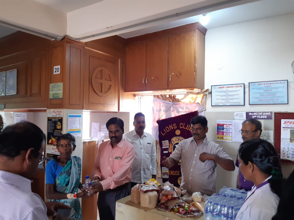 Dr.K.Velavan with Lions club reaching out to poor patients . (4)